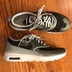 EUC Nike Camo Runner, Gray